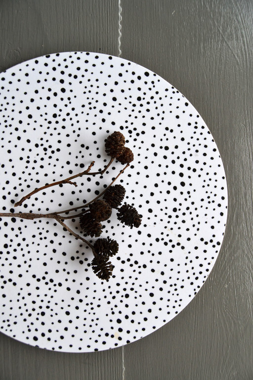 Trivet with feathers, scandinavian interior by Elina Dahl.