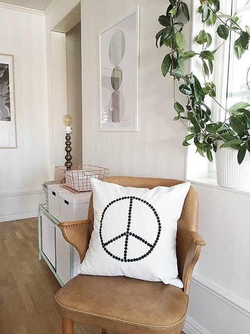 Kuddfodral, peace. Secondhand. Elina Dahl Design.