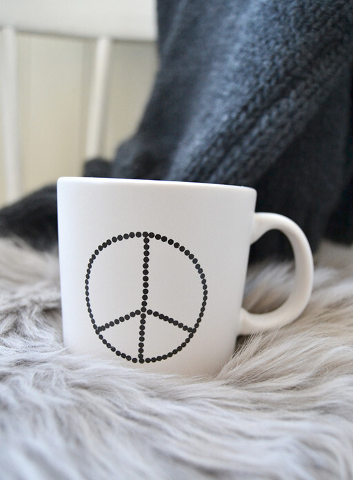 Mug with peace sign. Elina Dahl